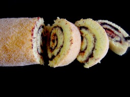 Swiss roll with butter cream and blueberries